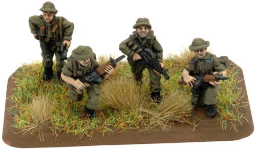 Patrulla de fusileros en Vietnam ANZAC