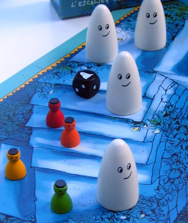 Peones y fantasmas de escalera encantada