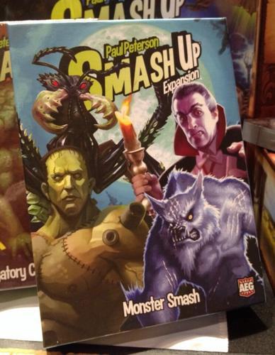 Smash Up Monster Smash, es la hora del terror