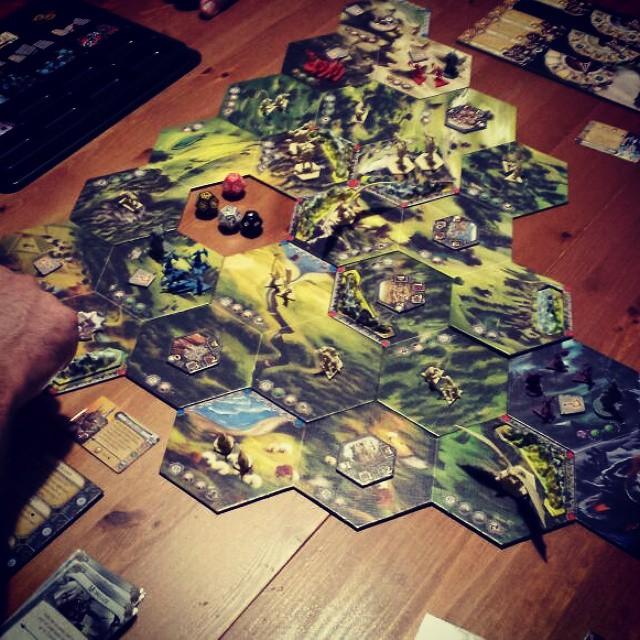 Ayer en nuestra #partidadefinde le dimos a #Runewars de @edgeent #boardgames #juegosdemesa