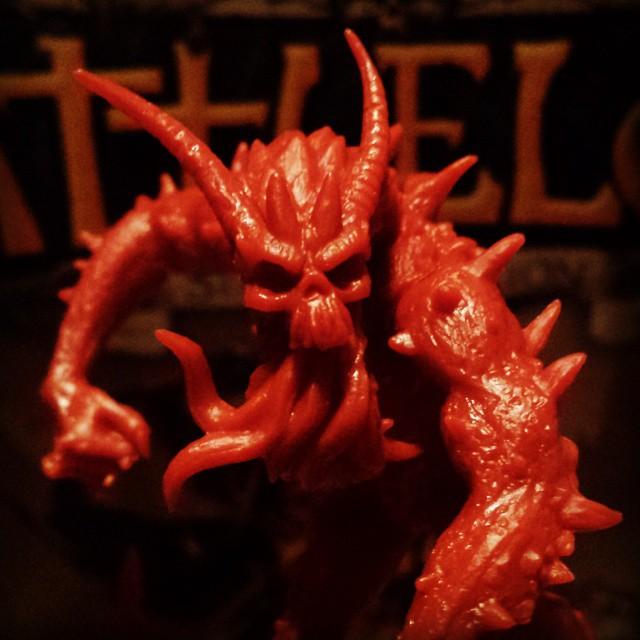 El Señor del Caos se acerca a nuestra mesa de juego @edgeent #BattleLore #juegosdemesa