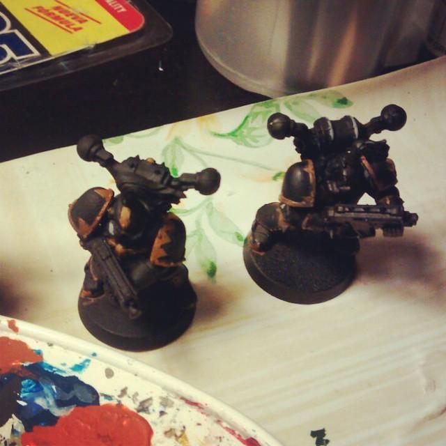 Javi, nos manda esta foto preparando a la Legión Negra para la proxima partida a Warhammer 40000