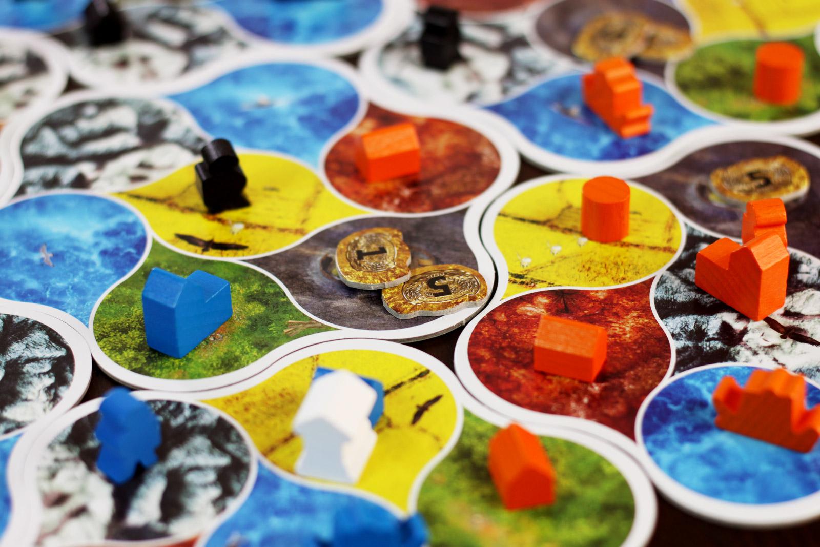 Detalle del juego Deus de Asmodee