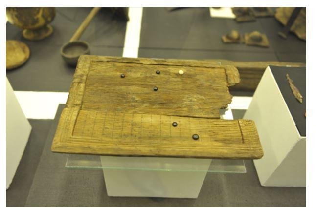 Juego de mesa antiguo encontrado en una tumba en Eslovaquia