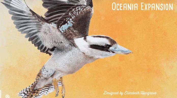 Detalle de la portada de la expansión Oceanía de Wingspan