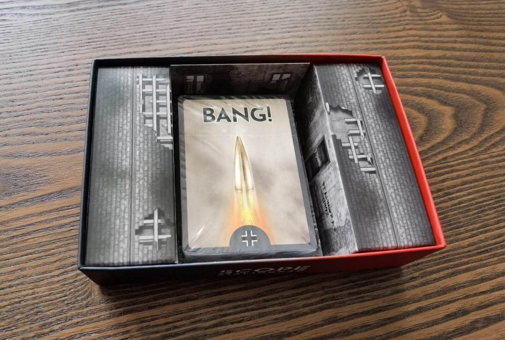 Interior de la caja del juego Scope