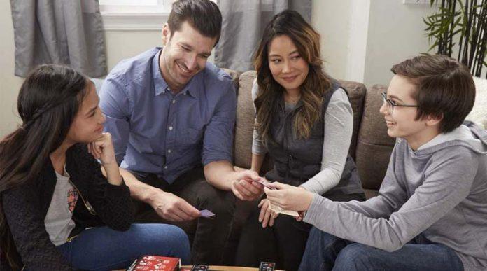 Grupo con juegos de mesa en oferta