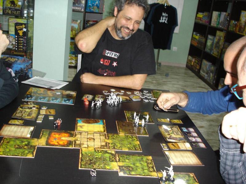 Davidl Illescas jugando a Skull Tales