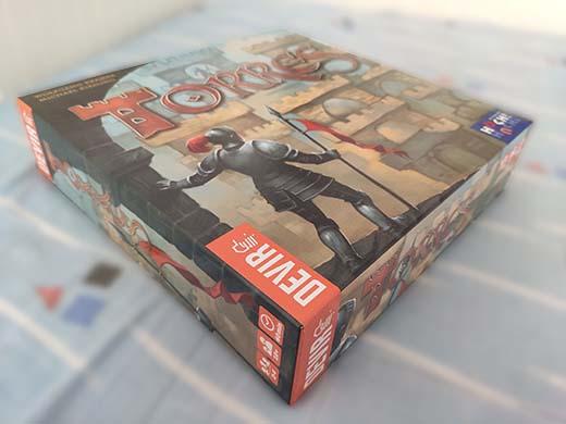 Detalle de la caja del juego de mesa Torres