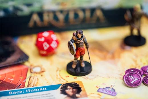 Detalle de una de las miniatursa de Arydia: The Paths We Dare Tread